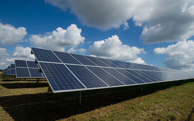 Elektrums uzsāk saules paneļu parku izveidi