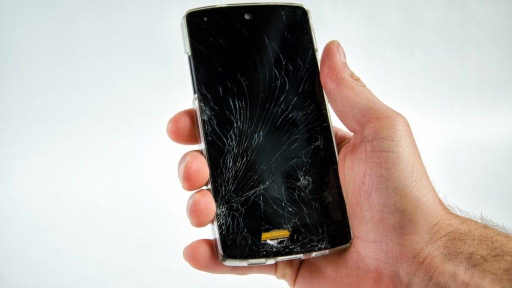 kā atbloķēt viedtālruni, ja tā ekrāns ir saplaisājis