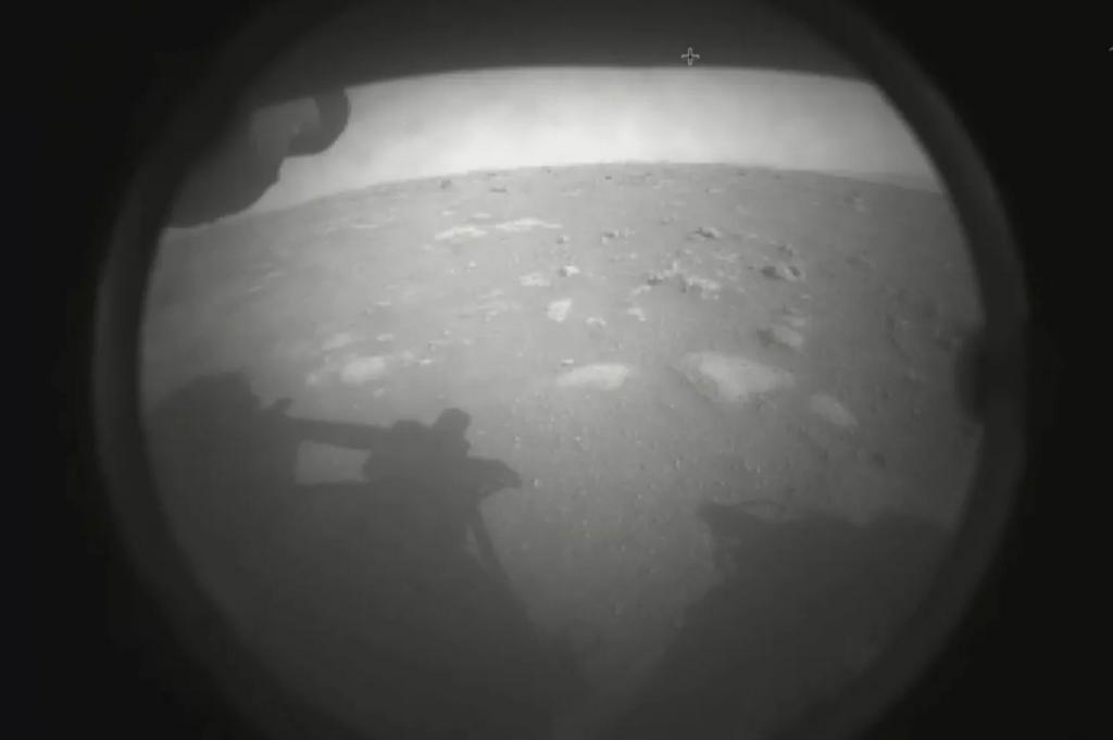 Marsa visurgājēja Neatlaidība pirmais uzņemtais fotoattēls