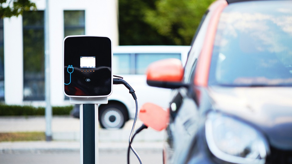 elektriskie transportlīdzekļi un CO2 emisijas