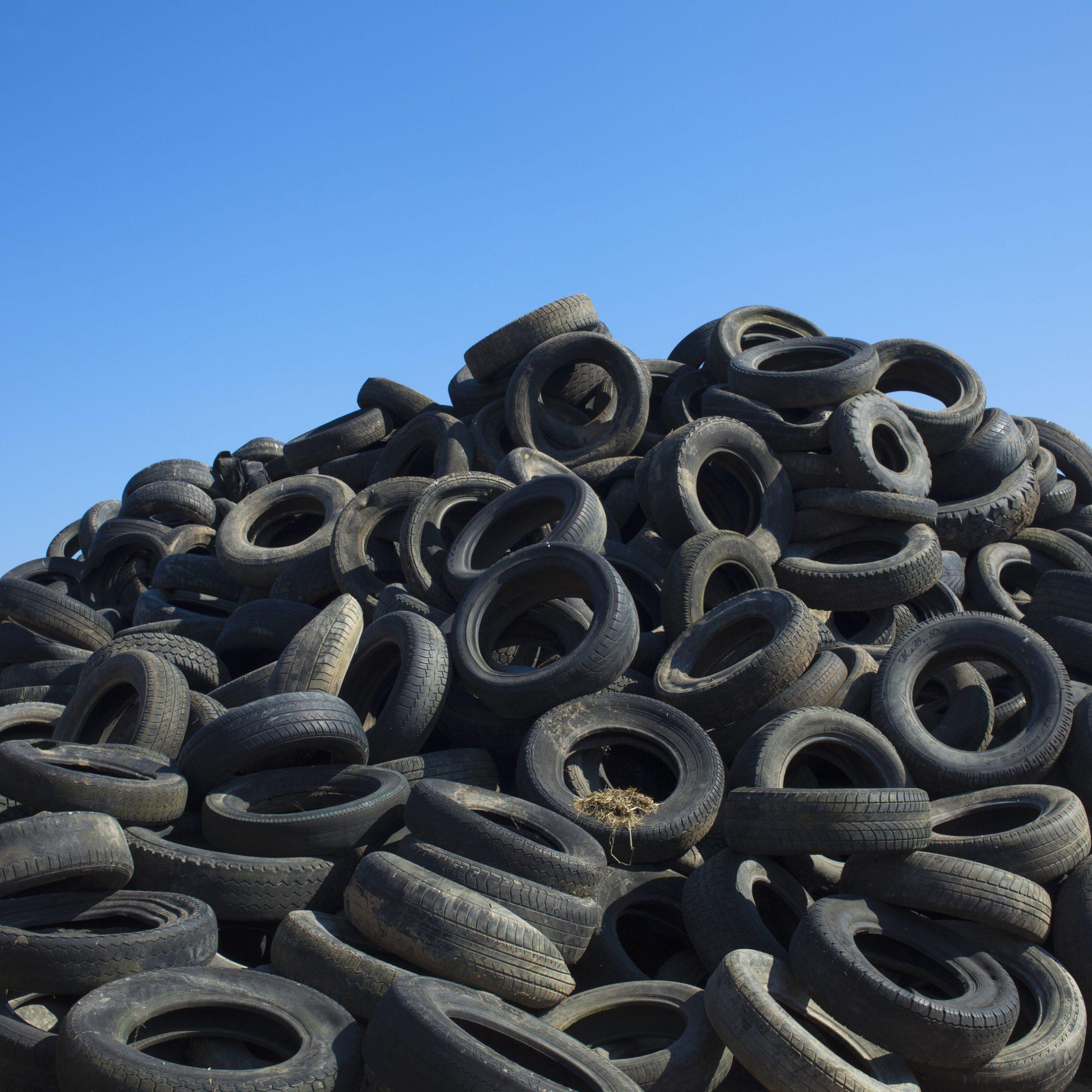 asfalts no riepām