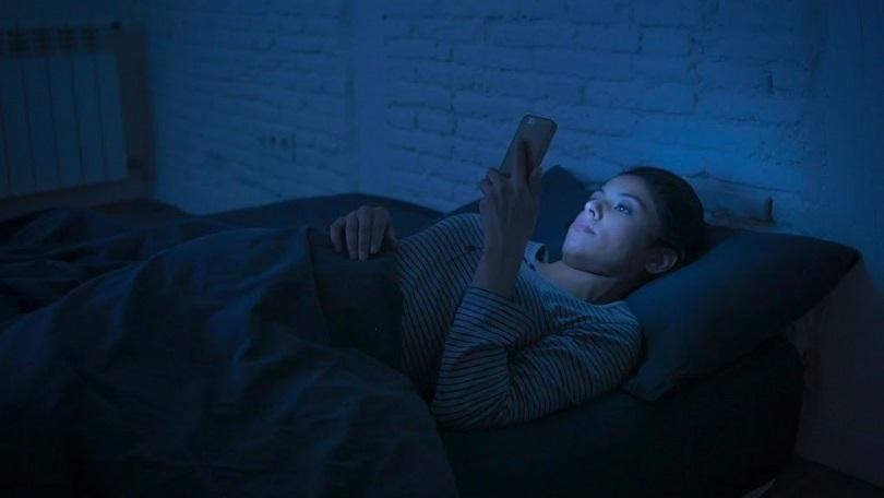 vai nakts režīms uzlabo miega kvalitāti?