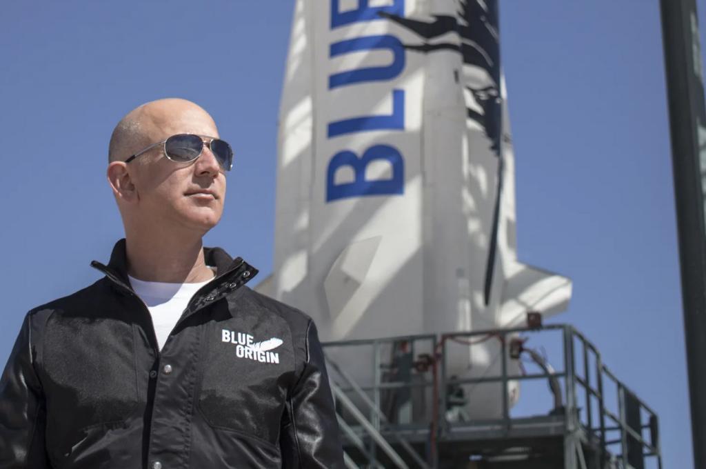 Džefs Bezoss lidojumā uz kosmosa malu