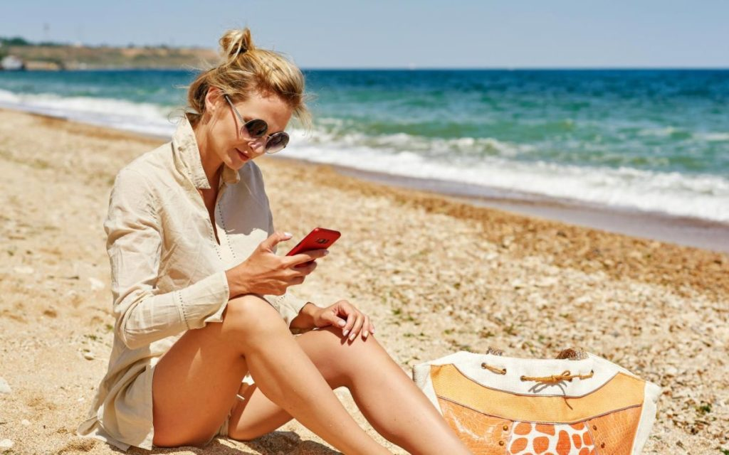 Kā pasargāt tālruni no mitruma, putekļiem un smiltīm