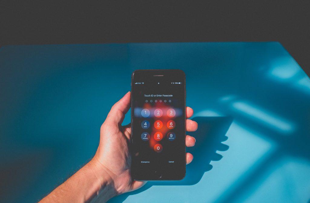 Kā atbloķēt telefonu, ja esi aizmirsis paroli?